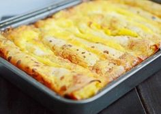 Clatite cu branza la cuptor Finger Food Appetizers, Finger Foods, Appetizer Recipes, Romanian Desserts, Romanian Food, Sweets Recipes, Cookie Recipes, Savory Pancakes, Recipes From Heaven