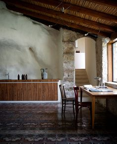 Talìa is a fascinating place, an island on the island, where harmony is the main protagonist, thanks to the accurate restoration made by the two owners, Marco Giunta and Viviana Haddad – a young married couple of architects who formed in Milan – who decided to live here, choosing the slow living. The project of restoration has been inspired by the intimate feature of the Arabic houses in the Medina, which are peaceful places even though they are in the center of a busy town.