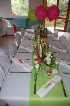 table enfants rond de serviette collier de bonbons