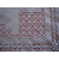 Petite nappe en fil de lin broderie de Cilaos