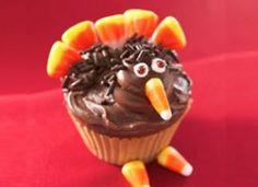 Creative Thanksgiving Desserts - love these Turkey Cupcakes