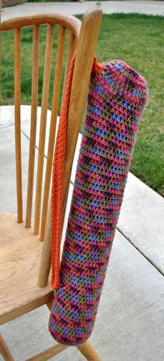 free crochet yoga bag pattern.  going to use mine to hold wrapping paper!