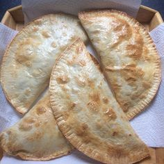 Syn Free Cheese and Onion Pasties Slimming World Dinners, Slimming World Recipes Syn Free, Slimming World Diet, Slimming Worls, Baked Beef Empanadas Recipe, Cheese And Onion Pasty, Pinch Of Nom, Kodiak Cakes, Keto Cream