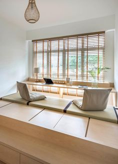 This Bright, Minimal BTO is a MUJI Catalogue Come to Life (pictured) a Japan inspired study room/ home office. Japanese Interior Design, Japanese Home Decor, Japanese House, Home Interior Design, Japanese Style Bedroom, Japanese Inspired Bedroom, Asian Style Bedrooms, Maison Muji, Japanese Living Rooms