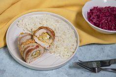 Tojással-sajttal töltött csirkemelltekercs baconbe göngyölve, szuper recept a hétvégére. Hummus, Bacon, Lunch, Ethnic Recipes, Food, Eat Lunch, Essen, Meals, Lunches