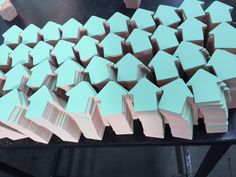 stickynotes in shape of arrow and 6 colours @fleqs we produce them