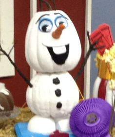 who would have thought halloween and frozen mix i saw this at our local - Frozen Halloween Decorations