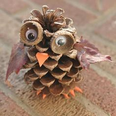DIY Pinecone Owl by broogly: These adorable pine cone owls are a fun autumn craft for kids of any age. You can combine this craft with a nature hike to find the pine cones, acorn cups and leaves used in the activity. Acorn Crafts, Owl Crafts, Preschool Crafts, Fall Preschool, Primitive Crafts, Primitive Christmas, Diy Crafts For Kids Easy, Adult Crafts, Kids Diy