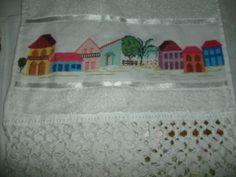 toalha de rosto, bordado em ponto cruz, arrematado em macramê, aceito encomendas; inesmoreira60@hotmail.com
