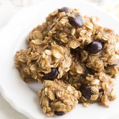 Skinny Monkey Oats Cookies are easy and healthy cookies that are kid-friendly and satify your sweet tooth. Made with a base of bananas and oats, you can have three cookies for only 105 calories!