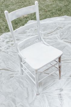 Follow this painting tutorial for how to use chalk spray paint and how to create a distressed look on your furniture. See the before and after of this beautiful antique chair. #spraypaint #diy #homedecorideas #paint #chalkpaint #farmhouse Spray Paint Chairs, Chalk Spray Paint, Distressing Chalk Paint, Spray Paint Furniture, Chalk Paint Projects, Painted Chairs, Painted Furniture, Chalk Painting, Painting Old Chairs