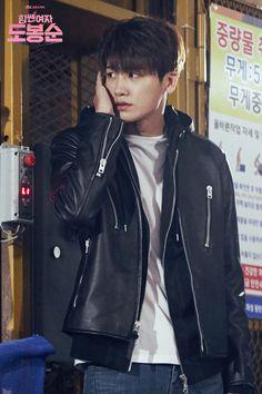 Park Hyung Sik as Ahn Min Hyuk - the trap to catch the kidnapper is set Park Hyung Sik, Cute Korean, Korean Men, Asian Actors, Korean Actors, Korean Idols, Strong Girls, Strong Women, Ahn Min Hyuk
