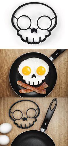 Skull Egg Corral | Fred & Friends
