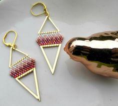 """boucles d'oreilles triangle miyuki """" SUNRISE"""" dorées : Boucles d'oreille par chatricotte"""