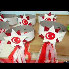 29 Ekim Cumhuriyet Bayramı yaklaşıyor. Cumhuriyet Bayramı, Türkiye Cumhuriyeti'nin resmen kurulduğu gündür. Ulu Önder Atatürk, diğer bayra... Toddler Arts And Crafts, Crafts For Kids, Preschool Art, Preschool Activities, 3d Paper Crafts, Diy And Crafts, Petite Section, Carnival Crafts, Origami