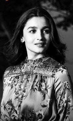 Happy Anniversary BABY😊😊💋💋 agar rain rukk gaya tho mil tha ha na btw same to u ⚘ Bollywood Couples, Bollywood Actors, Bollywood Celebrities, Bollywood Fashion, Aalia Bhatt, Alia Bhatt Cute, Alia And Varun, Glamour World, Bollywood Heroine