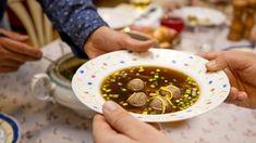 Jestli existuje nějaká polévka, která se řadí mezi bezkonkurečně nejoblíbenější, je to vývar s knedlíčky! Beans, Fresh, Vegetables, Ethnic Recipes, Food, Essen, Vegetable Recipes, Meals, Yemek