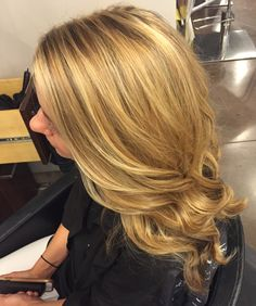 Honey blonde balayage #blonde #balayage #hair #longhairdontcare #hairstyles #haircolor #blondeshavemorefun #curlsfordays