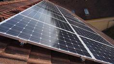 Photovoltaik selber montieren - Die Aufdachmontage in Eigenregie @ diybook. Solar Panels, Outdoor Decor, Diy, Home Decor, Camper Interior, Solar Installation, Electrical Installation, Flat Roof, Save Energy
