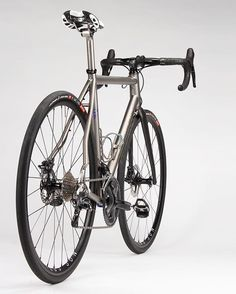 Titanium Road // Thru-Axle Disc Titanium Road Bike, Classic Road Bike, Vintage Cycles, Winter Project, Stay In Shape, Road Bikes, Road Cycling, Bicycles, Bike Packing