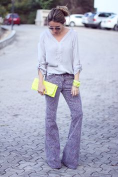 Purple + gray + fluorescent green/yellow, so pretty! <3 <3 Mes Voyages à Paris fashion blog
