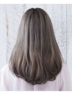 Dark ash blond/ light ash brown hair colour without warmth and caramel highlight. Silver and cool undertones in brown hair. Lovely brown hair, light without warmth. Carmel Hair Color, Hair Color Dark, Cool Hair Color, Hair Colour, Medium Hair Styles, Short Hair Styles, Hair Color 2017, Caramel Hair, Caramel Blonde