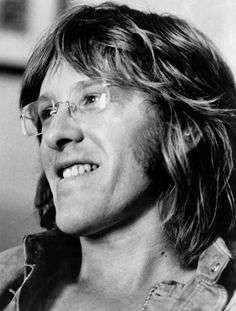 Paul Kantner (March 1941 – January was an American guitarist, singer and songwriter, known for co-founding Jefferson Airplane, a leading psychedelic rock band of the counterculture era, and its more commercial spin-off band Jefferson Starship. Psychedelic Rock Bands, Off Band, Jefferson Starship, Isle Of Wight Festival, Jefferson Airplane, Grace Slick, Celebrity Deaths, Somebody To Love, Thanks For The Memories