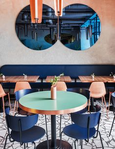 A photogenic palette of warm golds, rich blues, and a dusty pink patina give this Moscow café the influencers' seal of approval… Köche Gourmet Cafe Kusnezki Most Architecture Restaurant, Interior Architecture, Luxury Interior, Blue Cafe, Restaurant Interior Design, Luxury Restaurant, Cafe Bar, Cafe Design, Commercial Interiors