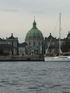 We where sailing in the port of Copenhagen and made a pitstop by the Queen ;-) Good inspiration projects at www.hjemhavn.com  #hjemhavn #ocean #sea #sailing #denmark