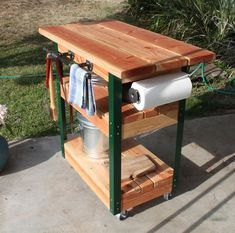 to Learn How to Make this Awesome DIY Grill Cart? Join Us For a Free Workshop! created at: at: Grill Stand, Grill Cart, Chariot Plancha, Outdoor Grill Station, Grill Table, Diy Grill, Bbq Area, Ideias Diy, Outdoor Kitchen Design