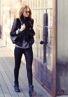 All black - Blk blazer + Blk leather skinnies + Blk ankle boots + Black purse