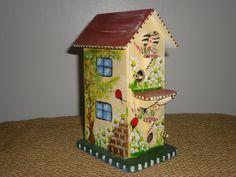 Mini casinha em madeira 100% pintada à mão. Excelente para a decoração de seu jardim ou varanda. R$ 20,00