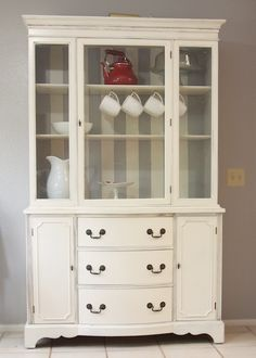 idea for dining hutch. big red clifford: my retro hutch redo Paint Furniture, Furniture Projects, Furniture Makeover, Building Furniture, Refinished Furniture, Hutch Redo, Hutch Makeover, Painted Hutch, Retro