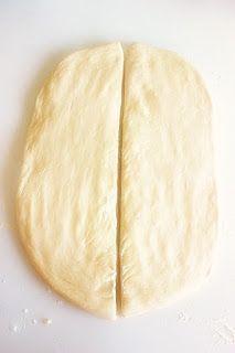Topi se u ustima: Lisnata pogača sa sirom Pita Recipes, Bread Recipes, Cooking Recipes, Pizza Tarts, Greek Pastries, Eat Greek, Tasty, Yummy Food, Baked Oatmeal