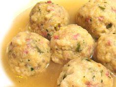 Ricetta Canederli alla Tirolese (Knödel) http://www.puntoricette.it/Ricetta/ricetta-canederli-alla-tirolese-knodel/ #ricette #ricettedistagione #ricetteinvernali