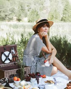 Always one to mimic the countryside feel of France, Jenny Cipoletti from Margo and Me created a stunning French-inspired picnic while in Napa, California. Picnic Photography, Fashion Photography, Picnic Fashion, French Picnic, Picnic Date, Picnic Dress, Fall Picnic, Picnic Theme, Summer Picnic