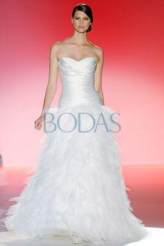 Hannibal Laguna - Colección Plumes Garden 2013 #Wedding #Dress