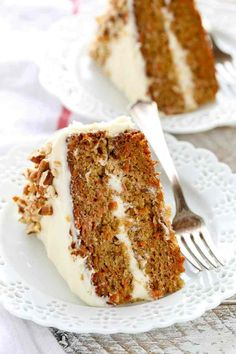 This is my favorite recipe for homemade carrot cake! This cake is so easy to make, perfectly moist, and topped with an easy homemade cream cheese frosting. I feel like carrot cake is a dessert Homemade Frosting Recipes, Homemade Carrot Cake, Moist Carrot Cakes, Best Carrot Cake, Easy Cake Recipes, Homemade Cakes, Dessert Recipes, Cake Boss Carrot Cake Recipe, Frosting For Carrot Cake