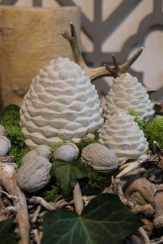 DIY Pinienzapfen aus Beton DIY Concrete / Concrete Pine cones easy to do yourself, tutorial and many Concrete Crafts, Concrete Projects, Noel Christmas, Christmas Crafts, Fall Crafts, Diy And Crafts, Fairy Doors On Trees, Papercrete, Maila