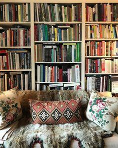 Daniel Romualdez's Connecticut Home Miranda Brooks, Bookshelf Styling, Home Again, Reading Room, Preston, Connecticut, Book Worms, Accent Decor, Throw Pillows