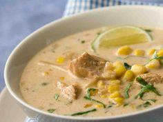Keitä maittava keitto kanasta tai kalkkunasta! Kana-maissikeitto syntyy nopeasti ja helposti pakastekasviksia hyödyntämällä, ja liemenä on tuoksuva, pehmeä...