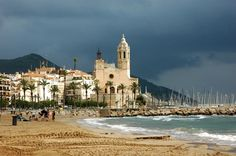 Storm over Sitges Spain Sitges, Spain Images, Gadget World, Amazing Photography, Places Ive Been, Beaches, Photo Galleries, Beautiful Places, Barcelona