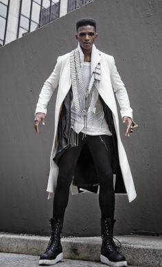 XXl Century. The Future Is Now.  Tolles Outfit, nur die Stiefel gehen gar nicht zu Klobig .