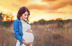 Single Maternity Pose Ideas #photography #maternityPhotographyideas #maternitypictures