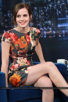 Who made Emma Watson's short sleeve floral dress? Emma Watson Legs, Emma Watson Body, Emma Watson Sexiest, Emma Watson Cuerpo, Beautiful Celebrities, Most Beautiful Women, Emma Watson Estilo, Emma Beauty, Legs