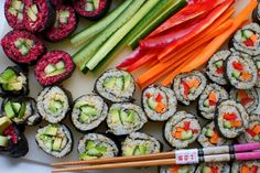 Vegan Sushi With Quinoa And Beet - Very Vegan Recipes Mince Recipes, Beet Recipes, Sushi Recipes, Raw Food Recipes, Asian Recipes, Cooking Recipes, Healthy Recipes, Healthy Eats, Stay Healthy