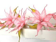 http://de.dawanda.com/product/42783634-Lichterkette-rosa-Blueten