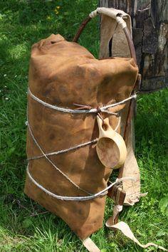 Wilderness Survival Skills y Bushcraft Antics: Paquetes primitivos - equipos de transporte de carga hecha de palos, pieles y cadena: