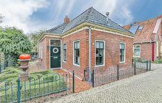 Airbnb®   Pieterburen Vakantiewoningen en accommodaties - Groningen, Nederland Netherlands, Mansions, House Styles, Home Decor, Chalets, The Nederlands, The Netherlands, Decoration Home, Manor Houses