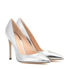 Gianvito Rossi Metallic Leather Pumps ($590) ❤ liked on Polyvore featuring shoes, pumps, heels, calçado, scarpe, silver, gianvito rossi, gianvito rossi shoes, genuine leather shoes and real leather shoes